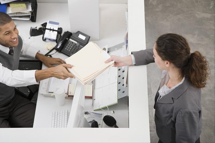 Documentos que deben entregarse y debe preguntarse cuándo se retirará de una empresa.